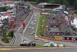 Yarış başlangıcı, #28 Belgian Audi Club Team WRT, Audi R8 LMS: Nico Müller, René Rast, Laurens Vanth