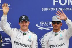 Le poleman Nico Rosberg, Mercedes AMG F1, le deuxième, Lewis Hamilton, Mercedes AMG F1