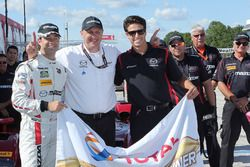 Ganadores de la pole #55 Mazda Motorsports Mazda Prototype: Jonathan Bomarito, Tristan Nunez