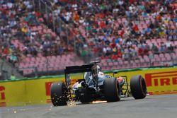 Fernando Alonso, McLaren MP4-31 envoie des étincelles
