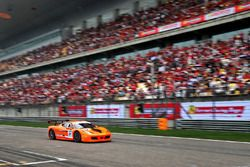 Ferrari 458 Challenge and fans