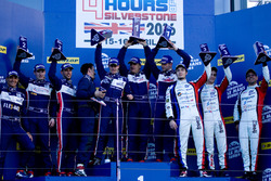 LMP3 podium: eerste plaats, Alex Brundle, Mike Guasch, Christian England, United Autosports, tweede