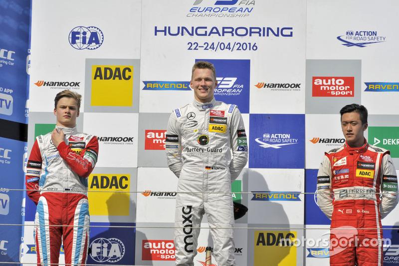 Podium : le deuxième, Ralf Aron, Prema Powerteam Dallara F312 – Mercedes-Benz; le vainqueur Maximilian Günther, Prema Powerteam Dallara F312 – Mercedes-Benz; le troisième, Guanyu Zhou, Motopark Dallara F312 – Volkswagen