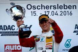 Podio: ganador Mick Schumacher, Prema Powerteam
