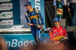 Podium : le vainqueur Lucas di Grassi, ABT Schaeffler Audi Sport, et Sébastien Buemi, Renault e.Dams