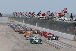Départ : Simon Pagenaud, Team Penske Chevrolet mène