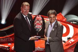 Jay Frye, presidente IndyCar, con Juan Pablo Montoya