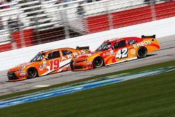 Daniel Suarez, Joe Gibbs Racing Toyota, Kyle Larson, Chip Ganassi Racing Chevrolet