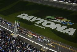 Départ : Grant Enfinger, GMS Racing Chevrolet mène