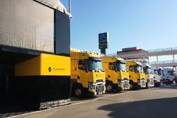 Les camions du Renault Sport F1 Team