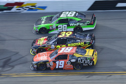 Matt Tifft, Joe Gibbs Racing Toyota, Ryan Sieg, RSS Racing Chevrolet, Dakoda Armstrong, Toyota