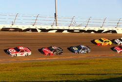 Kyle Larson, Chip Ganassi Racing Chevrolet, Kurt Busch, Stewart-Haas Racing Ford and Chase Elliott, Hendrick Motorsports Chevrolet