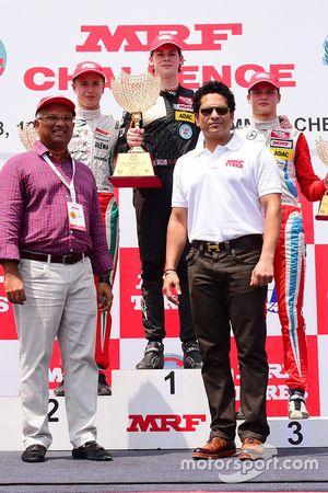 Arun Mammen, Sachin Tendulkar con Harrison Newey