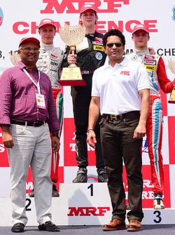Arun Mammen, Sachin Tendulkar with Harrison Newey