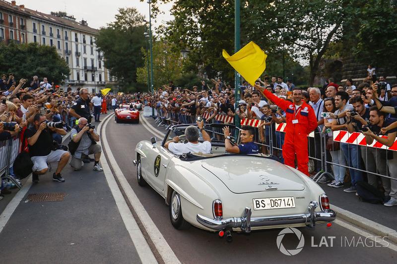 Pascal Wehrlein, Sauber, en el desfile de Milán