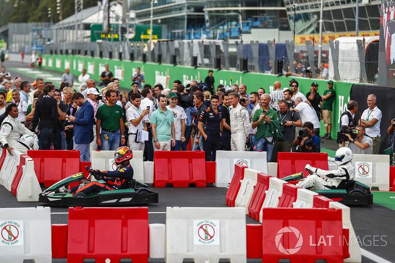 Max Verstappen corre de kart com o ex-goleiro Dida
