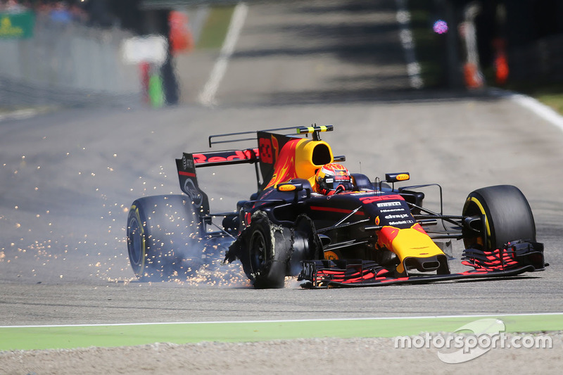 Verstappen lost all hope of a strong result after the incident