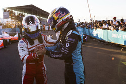 Le vainqueur Sébastien Buemi, Renault e.Dams, et le 3e Felix Rosenqvist, Mahindra Racing