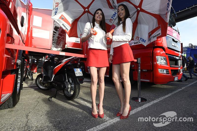 Hot Ducati Team girls