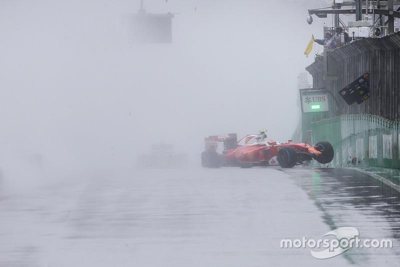 Кімі Райкконен, Ferrari SF16-H вибуває через аварію із гонки