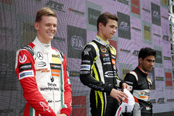 Podium des rookies : le premier Lando Norris, Carlin Dallara F317 - Volkswagen, le deuxième Mick Schumacher, Prema Powerteam, Dallara F317 - Mercedes-Benz, le troisième Jehan Daruvala, Carlin, Dallara F317 - Volkswagen