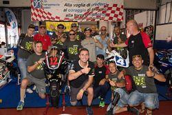 Marco Melandri et Emiliano Malagoli avec les pilotes de la course handisport