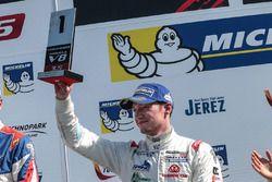 Podio: novato primer lugarNelson Mason, Teo Martin Motorsport