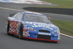 Dale Jarrett con el auto tributo a Robert Yates Racing
