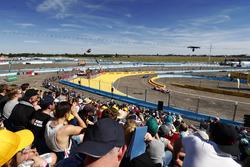 Felix Rosenqvist, Mahindra Racing, leads Sébastien Buemi, Renault e.Dams
