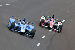 Tony Kanaan, Chip Ganassi Racing Honda, Carlos Munoz, A.J. Foyt Enterprises Chevrolet