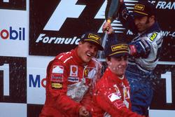 Podium: Racewinnaar Michael Schumacher, Ferrari, tweede plaats Heinz-Harald Frentzen, Williams, derd