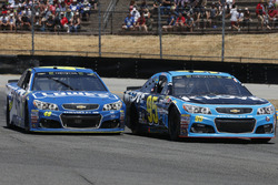 Michael McDowell, Leavine Family Racing Chevrolet Jimmie Johnson, Hendrick Motorsports Chevrolet