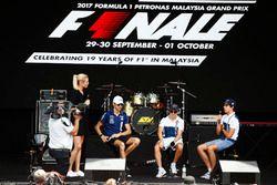 Felipe Massa, Williams, Lance Stroll, Williams, Esteban Ocon, Force India, en el escenario F1
