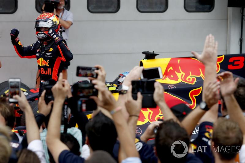 Max Verstappen, Red Bull Racing, vincitore della gara, festeggia nel parco chiuso