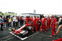 The Ferrari team frantically try to fix the Kimi Raikkonen Ferrari SF70H on the grid, Journalist Jonathan Noble looks on it