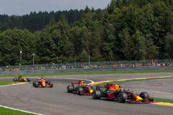 Max Verstappen, Red Bull Racing RB13, et Daniel Ricciardo, Red Bull Racing RB13