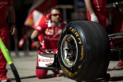 Ferrari SF70H hace una parada en boxes práctica