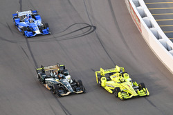 Simon Pagenaud, Team Penske, Chevrolet; J.R. Hildebrand, Ed Carpenter Racing, Chevrolet; Tony Kanaan