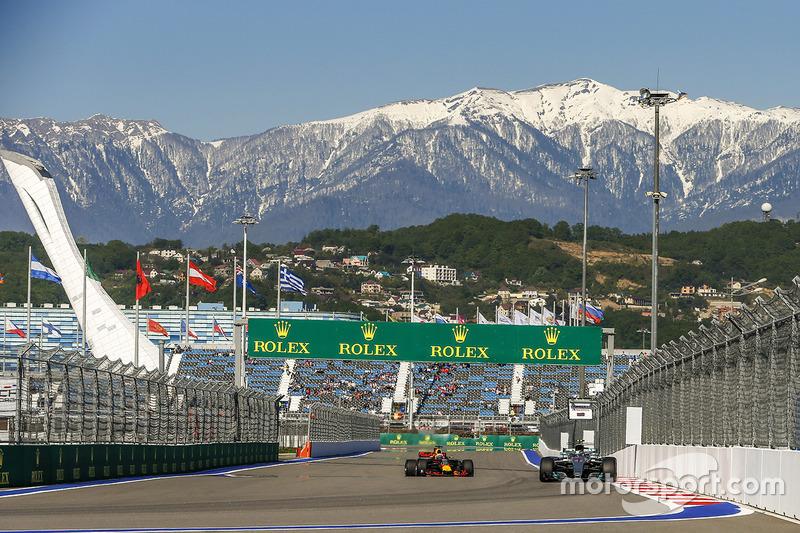 Valtteri Bottas, Mercedes F1 W08 Hybrid and Daniel Ricciardo, Red Bull Racing RB13