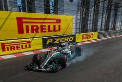 Lewis Hamilton, Mercedes-Benz F1 W08 Hybrid locks up