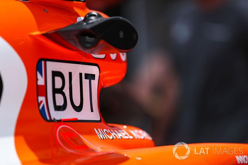 Auto von Jenson Button, McLaren MCL32 in der Boxengasse