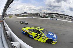 Пол Менард, Richard Childress Racing Chevrolet и Деррик Коуп, Premium Motorsports Toyota
