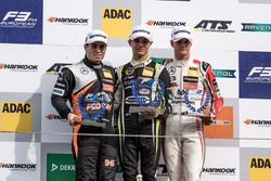 Podio Rookie: il secondo classificato Joey Mawson, Van Amersfoort Racing, Dallara F317 - Mercedes-Be