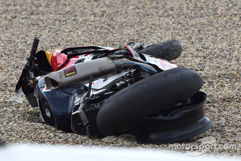 La moto di Stefan Bradl, Honda World Superbike Team dopo l'incidente