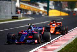 Карлос Сайнс-младший, Scuderia Toro Rosso STR12, Фернандо Алонсо, McLaren MCL32