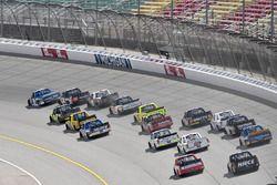 Action beim Truck-Rennen auf dem Michigan Speedway