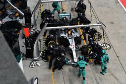 Lewis Hamilton, Mercedes-Benz F1 W08  pit stop