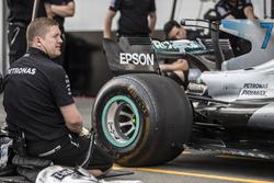 Mercedes AMG F1 mechanics make a practice pitstop