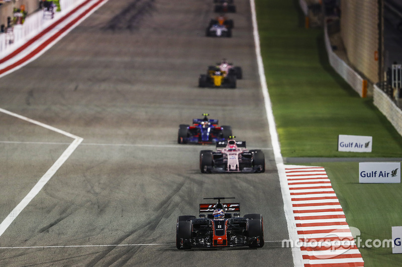 Romain Grosjean, Haas F1 Team VF-17, Esteban Ocon, Force India VJM10 Mercedes, Carlos Sainz Jr., Toro Rosso STR12