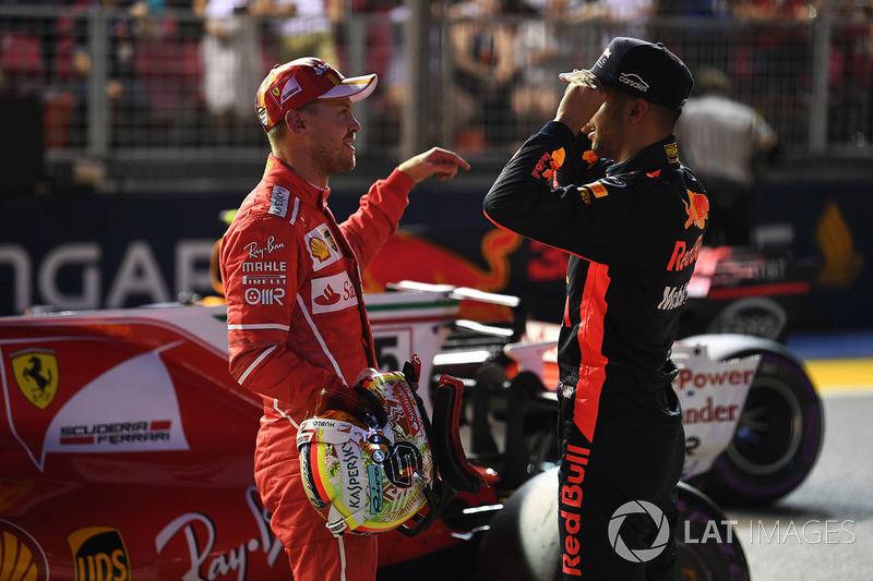 Il poleman Sebastian Vettel, Ferrari e Daniel Ricciardo, Red Bull Racing nel parco chiuso